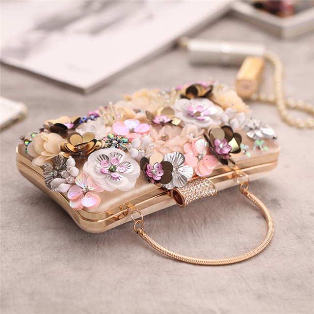 Chic Fashion Beads Flowers Clutch Bag