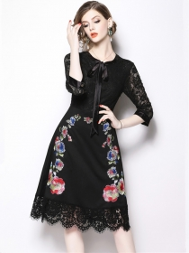 Fashion Lady Bowknot Collar Lace Splicing Flowers Embroidery Dress