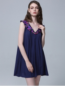 Europe Stylish 2 Colors Flowers Embroidery Collar A-line Dress