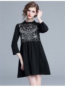 Quality Fashion Lace Flowers Embroidery Loosen A-line Dress