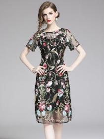 Europe Fashion Round Neck Flowers Embroidery Slim Dress