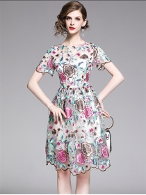 Charming Lady Flowers Embroidery Flouncing Short Sleeve Dress