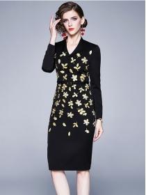 Grace Lady V-neck Flowers Embroidery Skinny Long Sleeve Dress