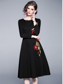 Europe New Round Neck Flowers Embroidery A-line Dress