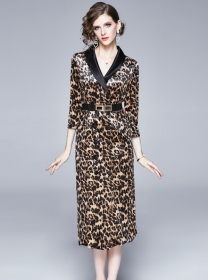 Europe Stylish Double-breasted V-neck Leopard Slim Dress