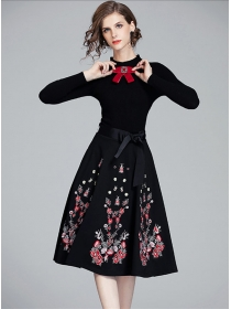 Europe Stylish Bowknot Collar Embroidery Knitting Long Dress