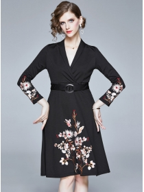 Boutique Fashion V-neck Flowers Embroidery A-line Dress