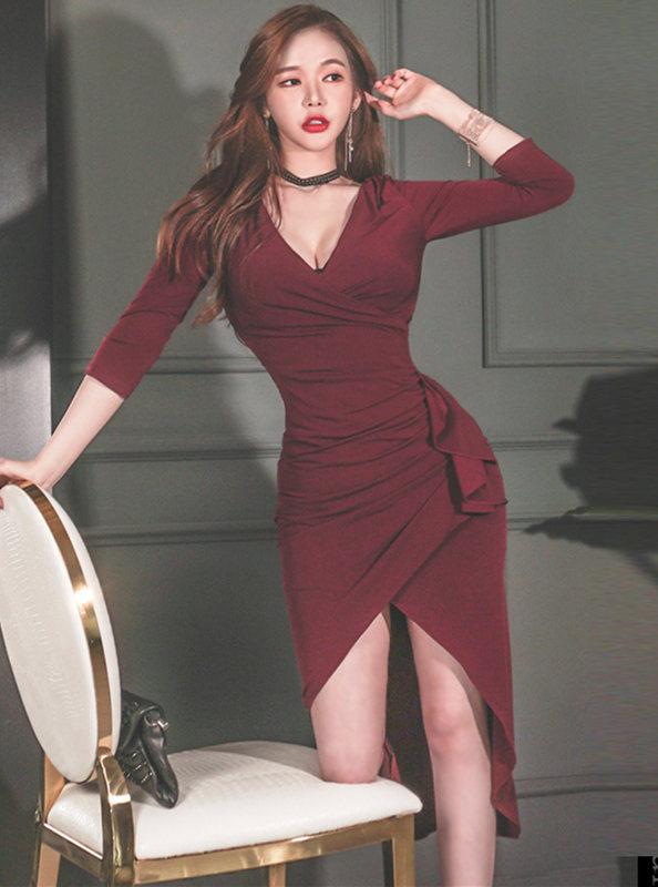 Wholesale 2 Colors V-neck Flouncing Pleated Dovetail Dress