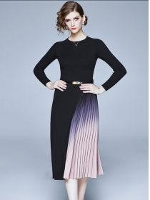 Retro Europe Color Block Pleated Knitting Long Sleeve Dress