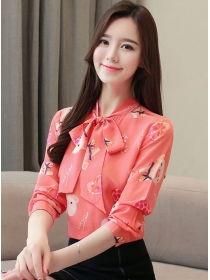 Pretty Fashion Tie Bowknot Collar Piggy Printing Blouse