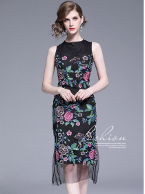 Modern Lady 2 Colors Flowers Embroidery Fishtail Tank Dress