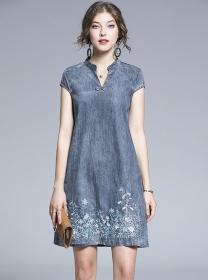 Europe Retro V-neck Flowers Embroidery Denim Dress