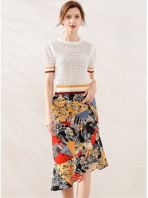 Retro Europe Hollow Out Blouse with Flowers Fishtail Skirt