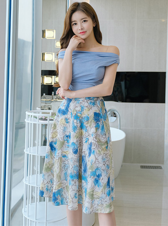 Modern Lady Boat Neck Cotton T-shirt with Flowers Skirt