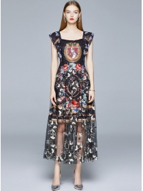 Europe Fashion Square Collar Flowers Embroidery Long Dress