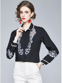 Europe Stylish Flowers Embroidery Doll Collar Blouse