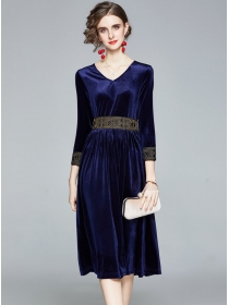 Quality New V-neck Embroidery Waist Velvet Long Dress