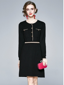 Wholesale Europe Buttons Round Neck Knitting Dress