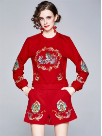 Europe Stylish 3 Colors Flowers Embroidery Short Suits