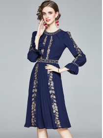 Fashion Europe Flare Sleeve Embroidery Pleated Dress
