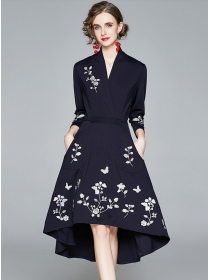 Quality Fashion V-neck Embroidery Tie Waist Dovetail Dress