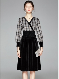 Europe Stylish V-neck Elastic Waist Plaids Splicing Velvet Dress
