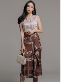 Korea Stylish V-neck Blouse with Chain Printings Long Skirt