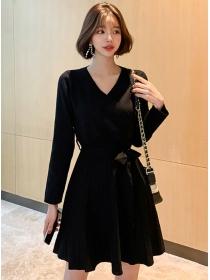 Fashion Lady Tie Waist V-neck Pleated Knitting Dress