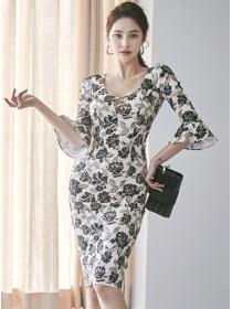 Charming Retro V-neck Flare Sleeve Flowers Slim Dress