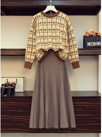 Plus Size Plaids Sweater with Pleated Knitting Long Skirt