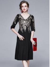 Europe Stylish Embroidery V-neck Mid-sleeve Dress