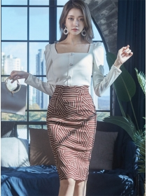 Fashion Spring Square Collar Knitting T-shirt with Stripes Skirt