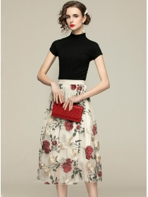 Europe New Knitting Tops with Flowers Embroidery Gauze Skirt