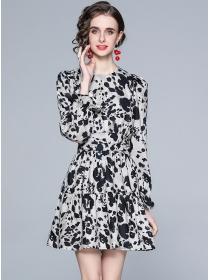 Europe Fashion Round Neck Fitted Waist Leopard Dress