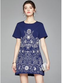 Europe Stylish Round Neck Flowers Embroidery A-line Dress