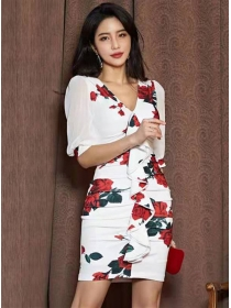 Spring New V-neck Flouncing Flowers Pleated Dress