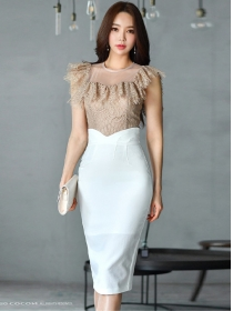Modern Lady Flouncing Lace Blouse with High Waist Midi Skirt
