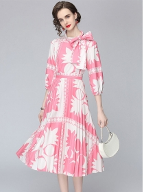 Europe Hot Selling Bowknot Blouse with Pleated Long Skirt
