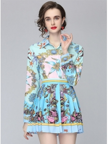 Modern OL Shirt Collar Loosen Blouse with Flowers Pleated Skirt