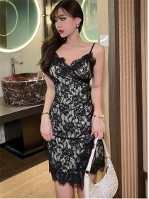 Wholesale Sexy V-neck Lace Flowers Pleated Straps Dress