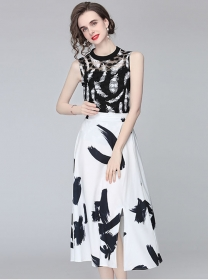 Retro Fashion Lace Blouse with Ink Printings Long Skirt