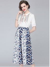 Summer Fashion Embroidery Blouse with Flowers Long Skirt