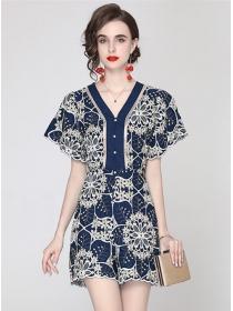 Retro Europe V-neck Flowers Embroidery Short Jumpsuit