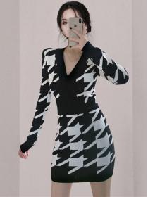Fashion Autumn V-neck Houndstooth Slim Knitting Dress