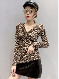 Wholesale Korea Pleated V-neck Leopard Slim T-shirt