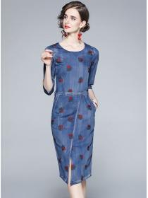 Modern Lady Flowers Embroidery Bodycon Denim Dress