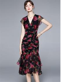 Europe Stylish V-neck Flowers Pleated Fishtail Slim Dress