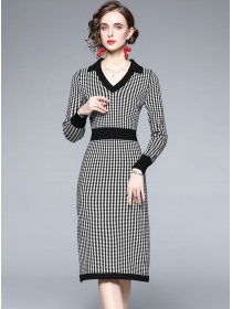 Europe Stylish V-neck Plaids Knitting Long Sleeve Dress