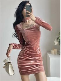 Wholesale Autumn Square Collar Velvet Long Sleeve Dress