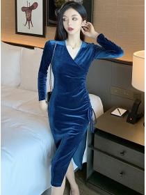 Wholesale Autumn V-neck Draw-string Pleated Velvet Dress